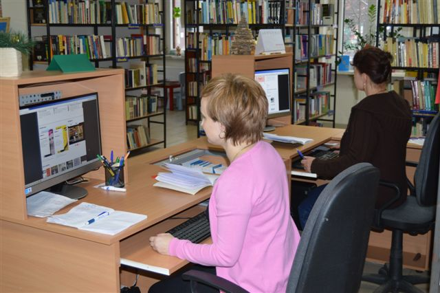 Zdjęcie: użytkownicy przy komputerach