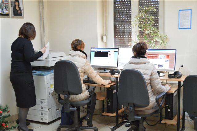 Zdjęcie: uzytkownicy przy komputerach