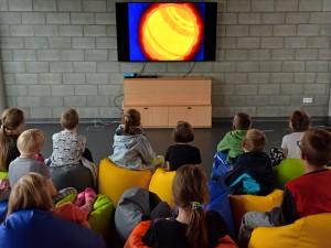 Dzieci podczas seansu